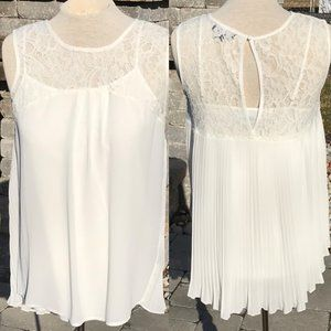 CHARLIE PAGE WHITE PLEATED BACK TOP SZ SMALL